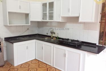 tủ bếp nhôm sơn tĩnh điện màu trắng sứ