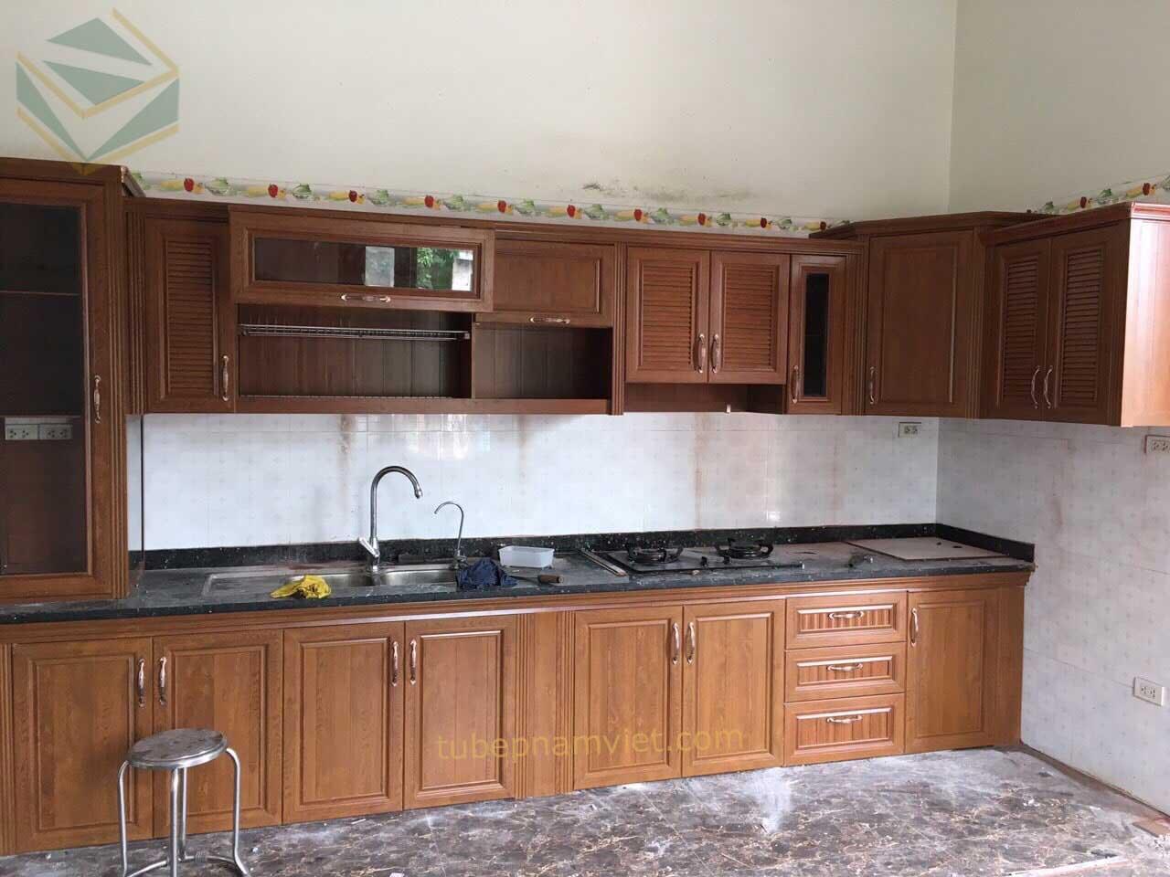 Nhận đóng tủ bếp nhôm giả gỗ cao cấp sang trọng quận Bình Thạnh